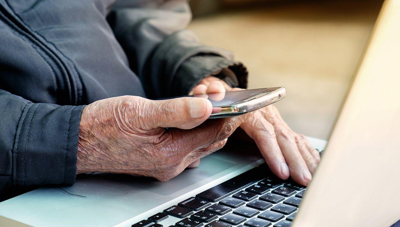 Złodzieje wyłudzili od seniora przelew na 1,5 mln zł (fot. Shutterstock/mrmohock)