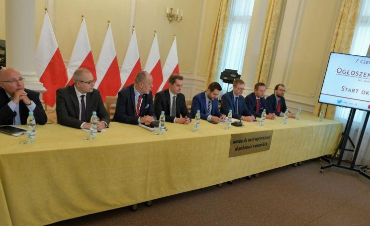 Komisja Weryfikacyjna podczas konferencji prasowej ws. Dahlberga 5. Fot: PAP/Marcin Obara
