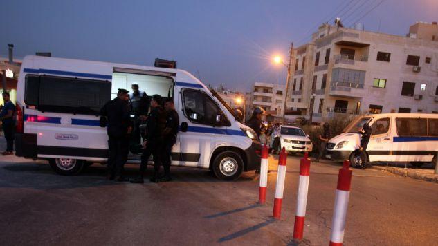 Policja zabezpieczyła teren wokół ambasady (fot. PAP/EPA/AHMAD ABDO)