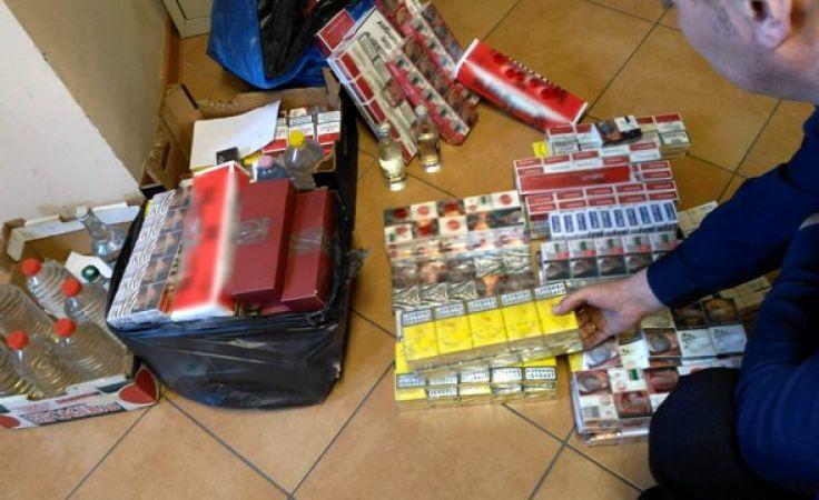 policjanci znaleźli i zabezpieczyli m.in. ponad 14,5 tys. sztuk papierosów różnych marek (fot. KWP Olsztyn)