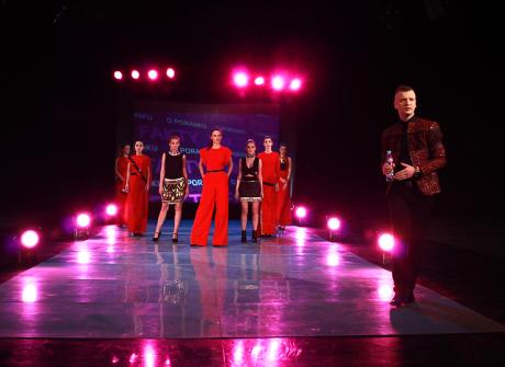 """Wybieg, modelki i projektant – """"Fakty o poranku"""" fashion"""