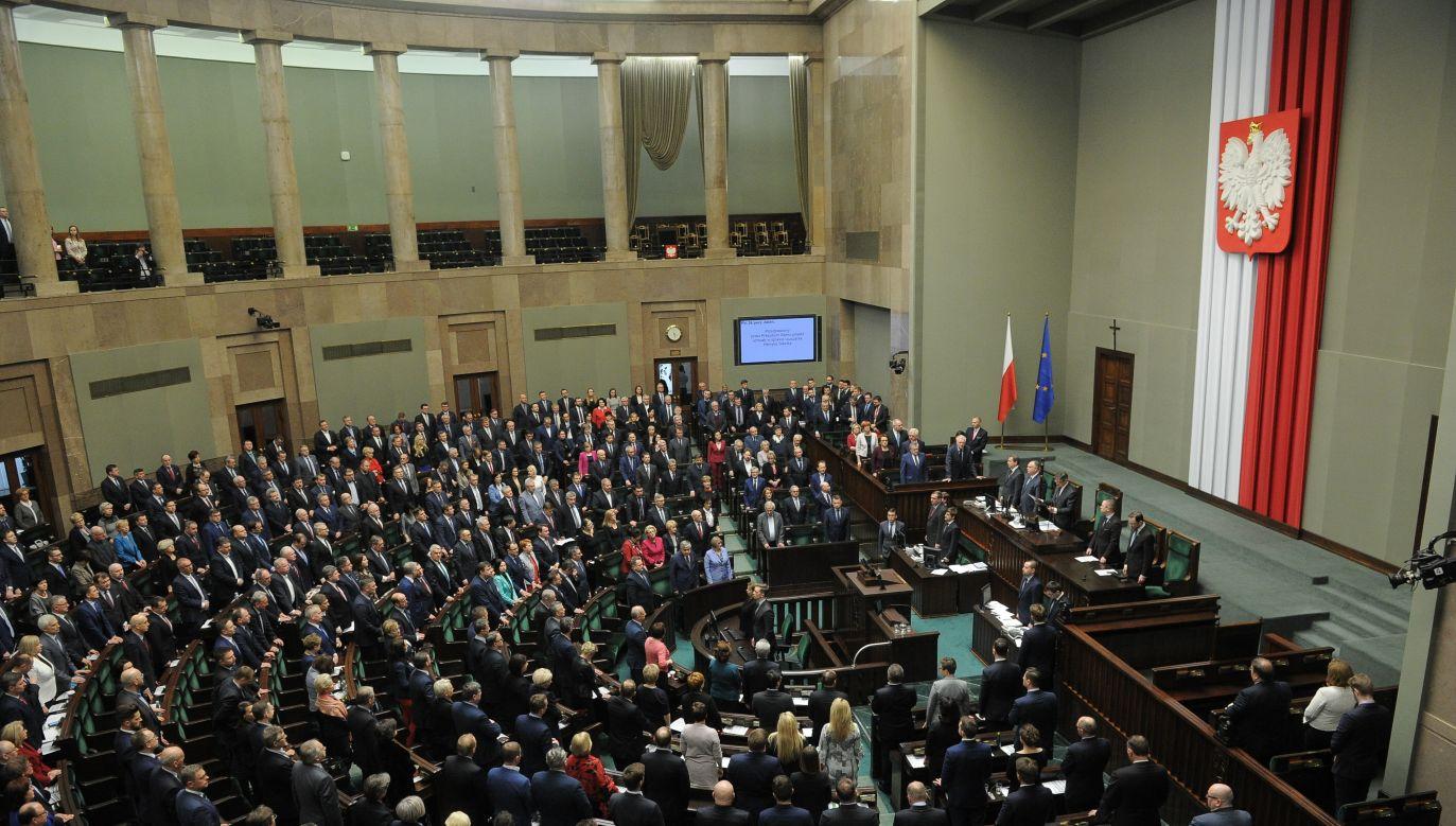 PiS mogłoby liczyć na 258 mandatów w Sejmie (fot. arch. PAP/Marcin Obara)