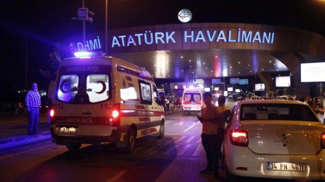 W zamachu zginęło ponad 30 osób (fot. PAP/EPA/SEDAT SUNA)