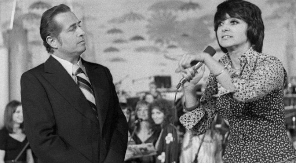 Opole '74: Lucjan Kydryński prowadził festiwal i… zapowiadał występ żony, Haliny Kunickiej (fot. TVP)