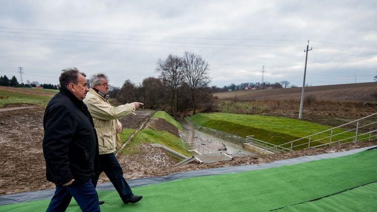Suchy zbiornik przeciwpowodziowy w Piekarach ma zapewnić ochronę przeciwpowodziową tej miejscowości oraz terenów położonych w dolinie potoku Szczyrzawa.. Fot. Biuro Prasowe UMWM