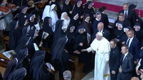 Papież Franciszek przyjechał w sobotę po godz. 8. do sanktuarium Bożego Miłosierdzia w Krakowie - Łagiewnikach.