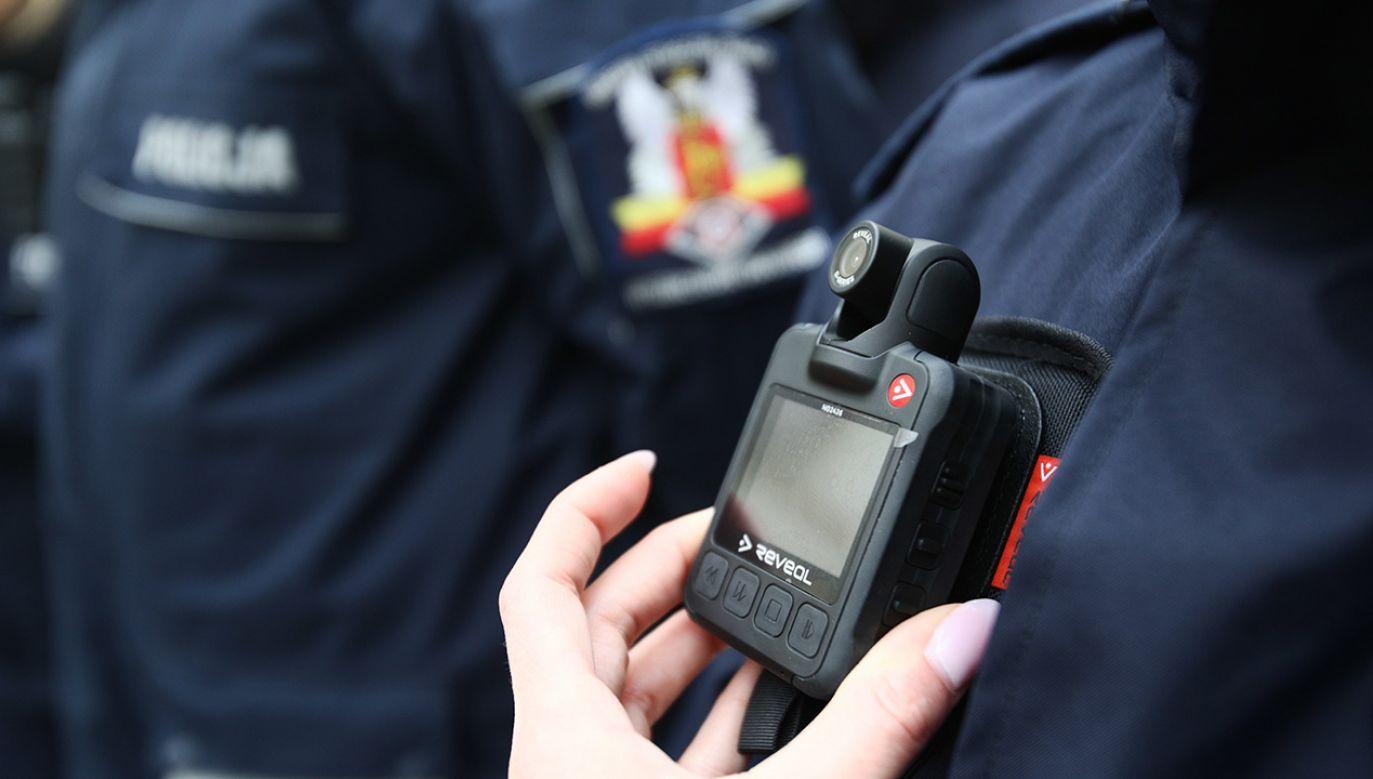 Kamery mogą pracować w trybie ciągłym do 10 godzin (fot. PAP/Leszek Szymański)