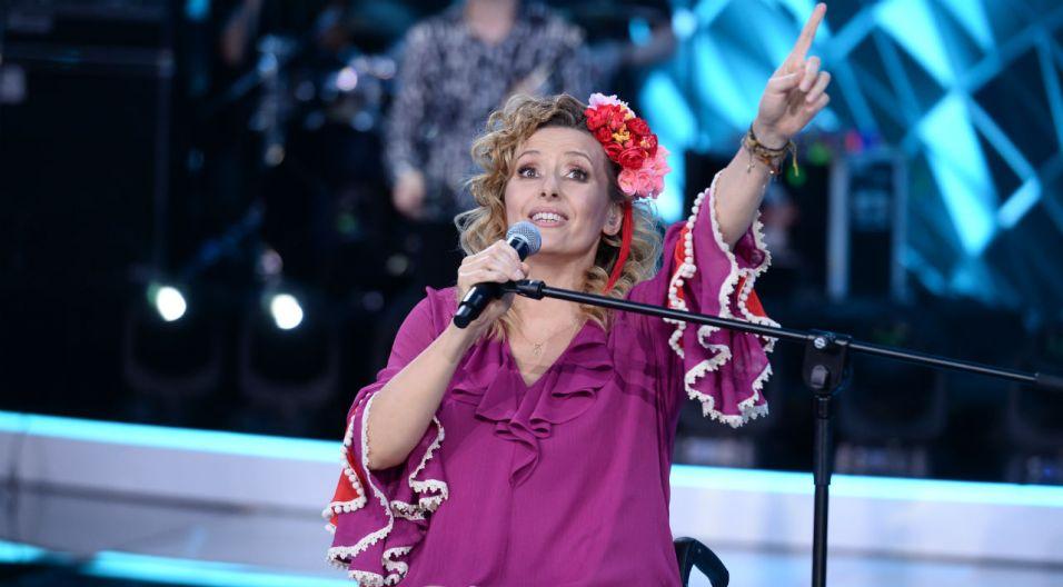 """– Ja się bałam, że takich piosenek nie umiem pisać – wyznała Monika Kuszyńska. Tekst i wykonanie utworu """"Nie ma rady na miłość"""" zachwyciło publiczność (fot. J. Bogacz/TVP)"""