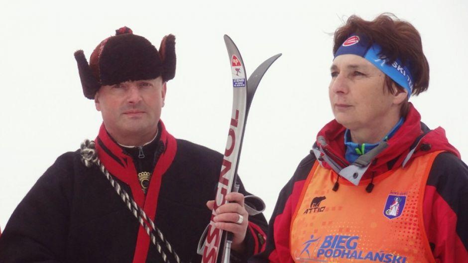 Bartek Koszarek i Jadwiga Guzik, dyrektor IX Biegu Podhalańskiego im. Jana Pawł II w Nowym Targu  (fot. mmas)