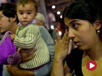 """""""Nie pozostawimy tych ludzi bez pomocy"""". Uchodźcy z dworca Keleti już w Austrii i Niemczech"""