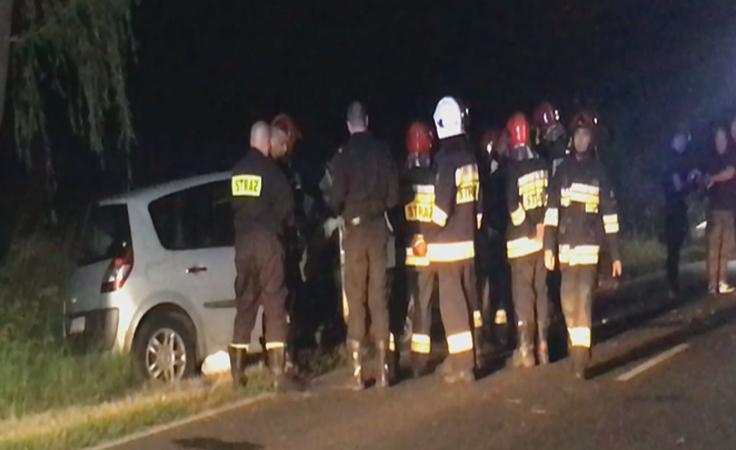 Dwa auta zderzyły się czołowo. Nie żyje 35-letnia kobieta
