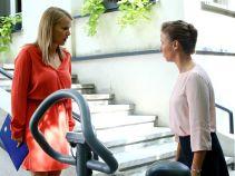 Iga zaczyna się zastanawiać, czy dobrze zrobiła, opowiadając Marcie o swoim małżeństwie z Krzysztofem (fot. A. Grochowska)