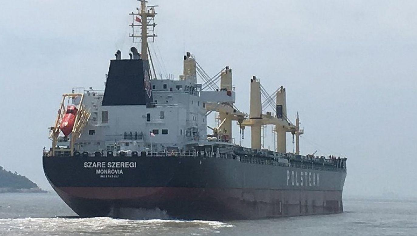 """Statek """"Szare Szeregi"""" ma niemal 40 tysięcy ton ładowności, przewozi towary już od roku i choć pływa pod obcą banderą, ma polską załogę (fot. MGMiŻŚ)"""