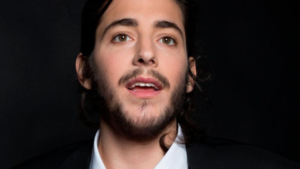 """Salvador Sobral, Portugalia, studiował psychologię, ale pasja do muzyki zawiodła go na scenę. Zaśpiewa piosenkę """"Amar Pelos Dois"""" (fot. Eurovision.tv)"""