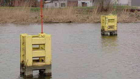 Silny wiatr wypchnął wodę z rzeki w stronę Zalewu Wiślanego.  Spowodowało to wstrzymanie żeglugi.