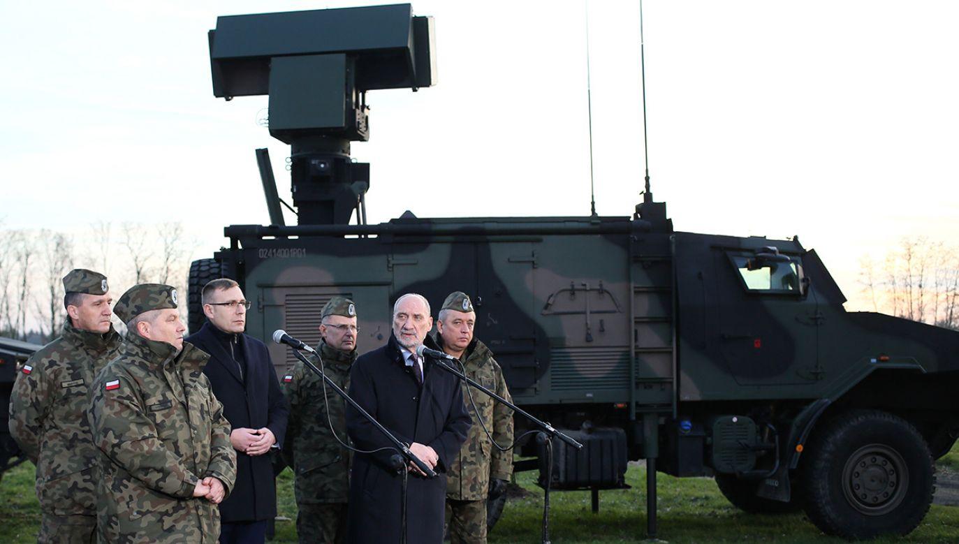 Minister obrony narodowej Antoni Macierewicz (fot. PAP/Leszek Szymański)