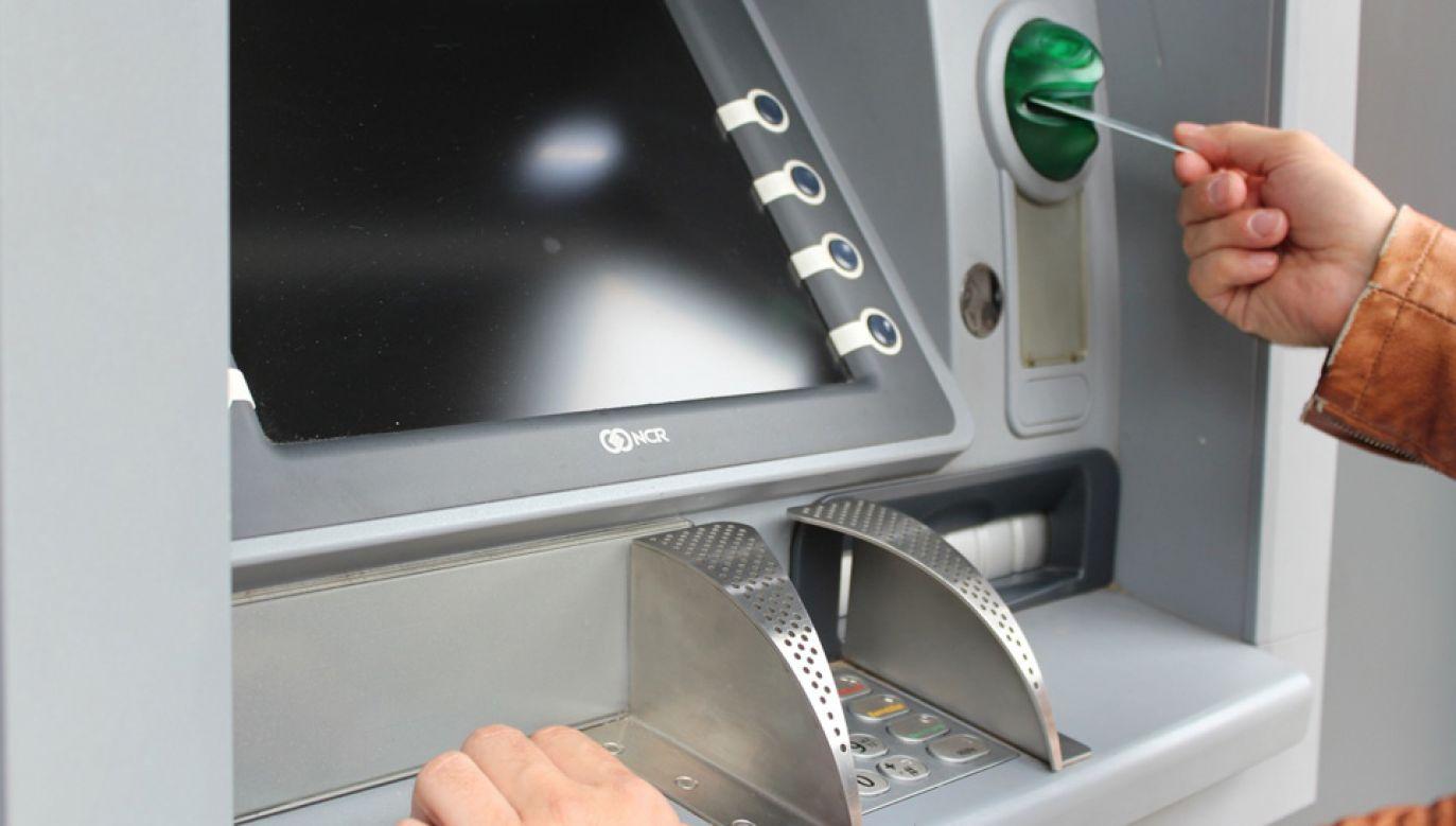 Każdego roku wykonujemy na bankomatach około 600 mln transakcji (fot. Pxhere)