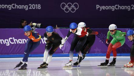 Każdy metr na wagę medalu. Zobacz finisz biegu masowego panczenistek