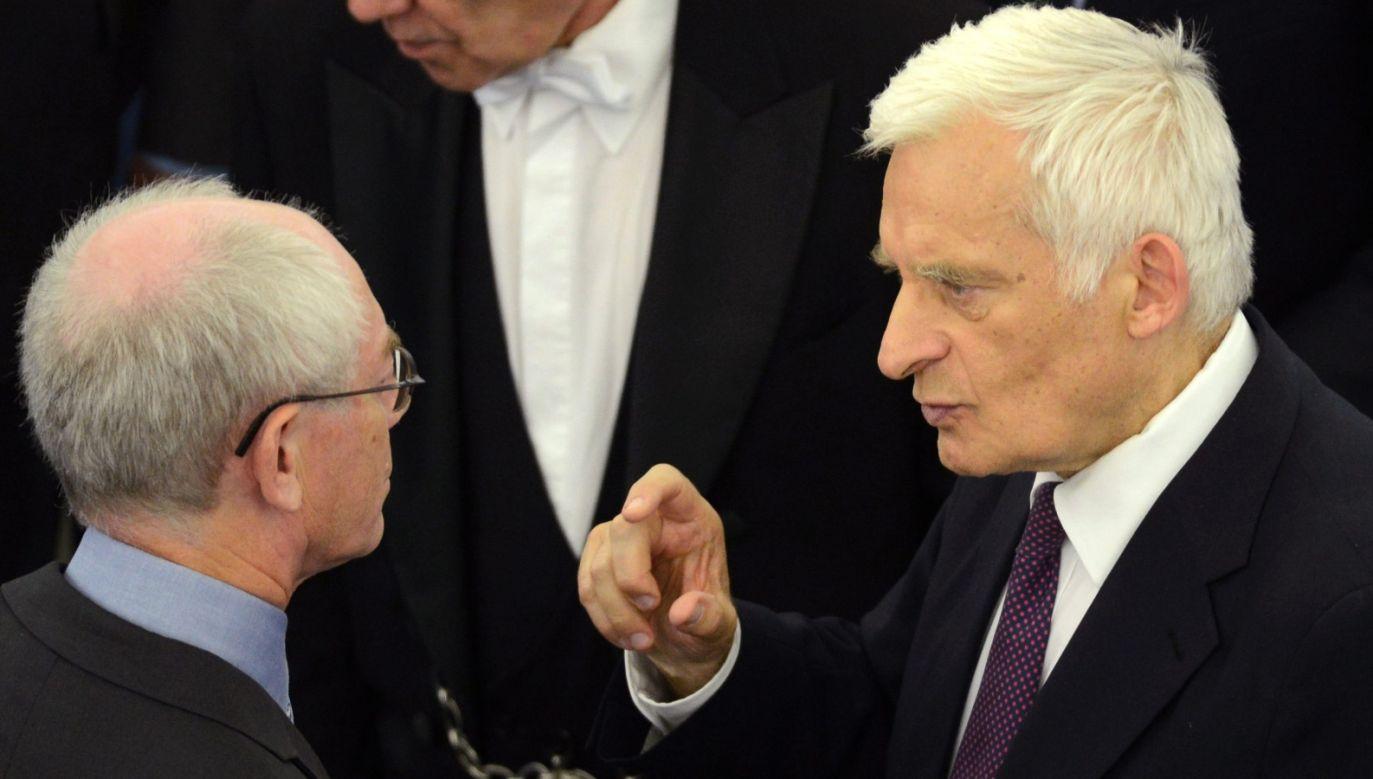 Szef RE Herman van Rompuy (z lewej) i Jerzy Buzek fot. PAP/EPA/PATRICK SEEGER)