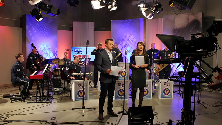 """7. Muzycy z zespołu """"United States Air Forces in Europe"""" w TVP3 Rzeszów"""
