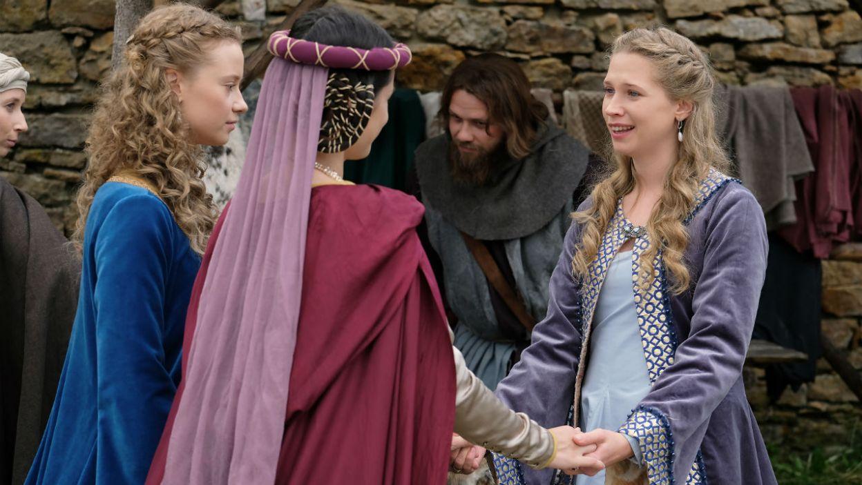 Królewna chce przeprosić Jolentę, a także zmienić swoje nastawienie do macochy (fot. TVP)