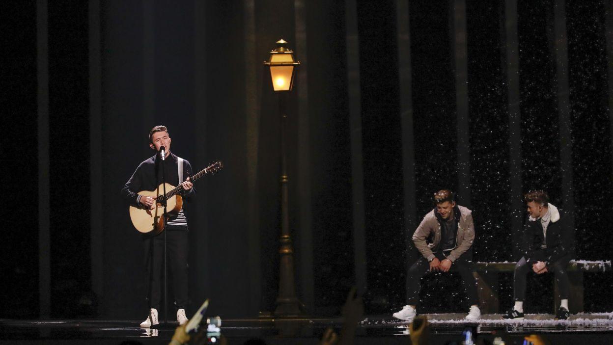 Ryan O'Shaughnessy udowodnił, że efektowne show nie jest konieczne, by odnieść sukces. Irlandczyk z gitarą zachwycił widzów swoją wrażliwością i zagwarantował sobie miejsce w finale (fot. A. Putting/EBU)