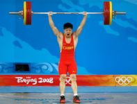 Long Qingquan – mistrz w kategorii 56 kg (fot. Getty Images)