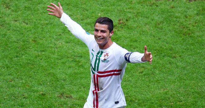 Cristiano Ronaldo cieszy się po zdobyciu bramki w meczu z Czechami (fot. Getty Images)
