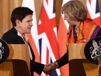 May dzwoni do Szydło. Polska poznała plan negocjacji z UE w sprawie Brexitu