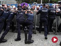 Zatrzymania podczas protestów przed Sejmem. Dwóch policjantów rannych
