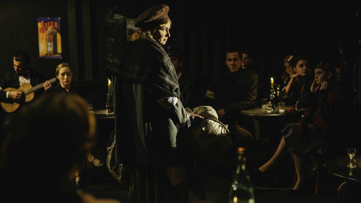 Opowieść o Szlenglu wyłącznie poprzez jego teksty, tworzy wyraźny szkic epoki, oraz prezentuje stan ducha ludzi z zamkniętej dzielnicy (fot. S. Loba/TVP)