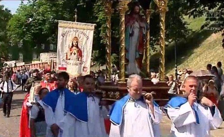 Abp Jędraszewski: procesja Bożego Ciała jest wpisana w tradycję polskiego narodu