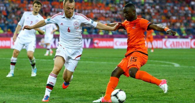 W meczu z Danią Holender Jetro Willems zapisał się w historii jako najmłodszy piłkarz ME (fot. Getty Images)