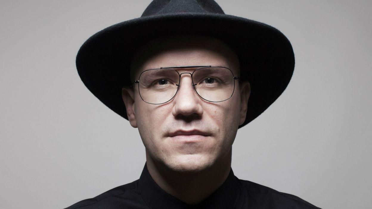 """Gromee – DJ i producent muzyczny jest twórcą wielu hitów, które królowały na listach przebojów. Z Lukasem Meijerem ma duże szanse powtórzyć sukcesy radiowe na konkursie Eurowizji. Wykonają utwór """"Light me up"""" (fot. mat. pras.)"""