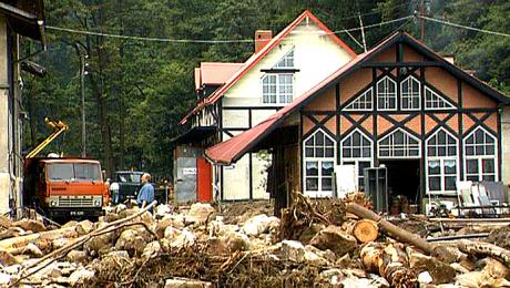 Powódź z 1998 nie oszczędziła kotliny. Wizyta ministra Szyszki