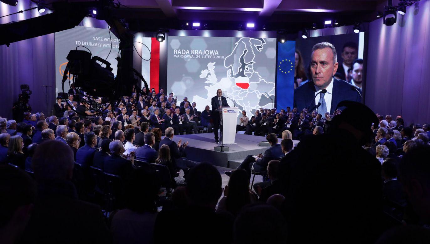 Lider PO Grzegorz Schetyna (C) wystąpił podczas Rady Krajowej PO (fot. PAP/Tomasz Gzell)