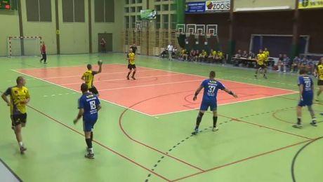 Warmia Traveland (niebieskie koszulki) wygrała trzeci ligowy mecz z rzędu