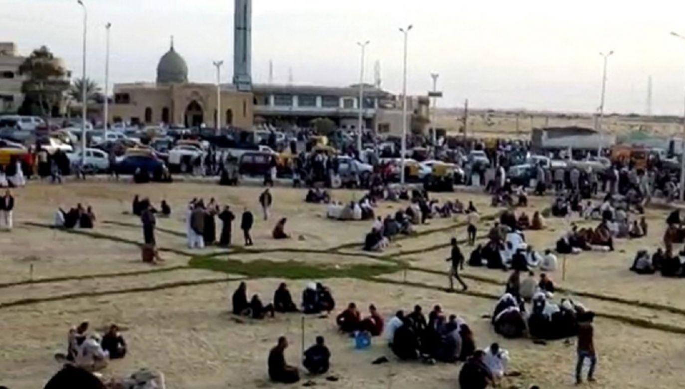 Co najmniej 270 osób zginęło w piątkowym zamachu na meczet (fot. PAP/EPA/STR)