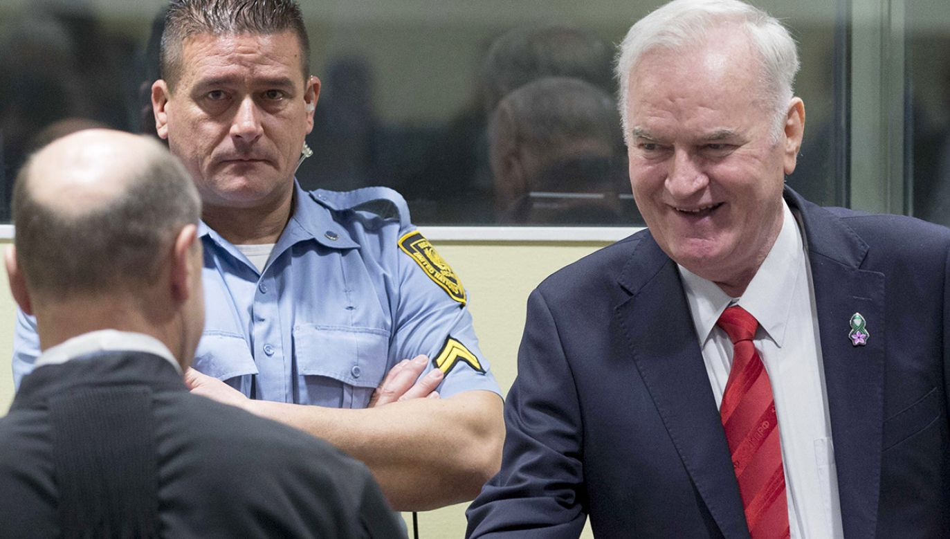 Ratko Mladić przed Międzynarodowym Trybunałem Sprawiedliwości w Hadze (fot. PAP/EPA/PETER DEJONG)