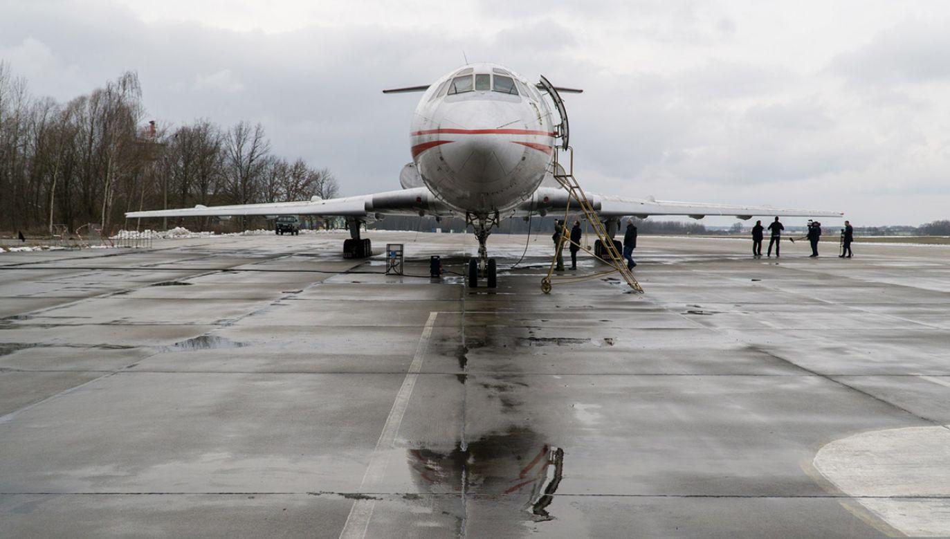 Prace Amerykanów prowadzone są w oparciu o bliźniaczy Tupolew nr 102 (fot. Bartosz Kalich)