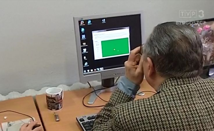 Seniorzy uczą się Internetu u europosła