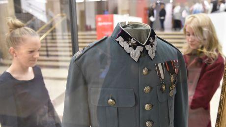 Mundur można bezpłatnie oglądać w Muzeum Narodowym w Krakowie, fot. PAP/Jacek Bednarczyk