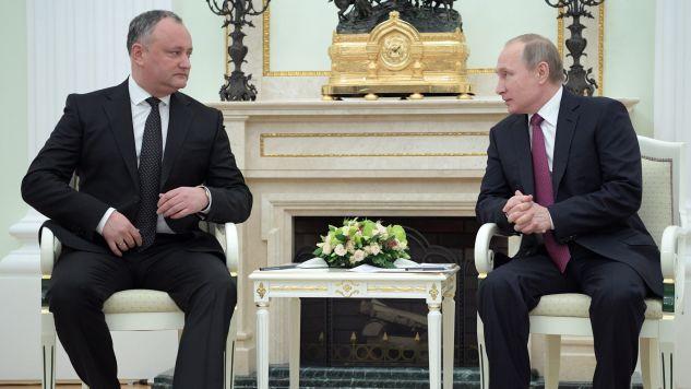 Podczas spotkania z Władimirem Putinem prezydent Mołdawii Igor Dodon opowiedział za za bliższą współpracą z Rosją (fot. PAP/EPA/ALEXEI DRUZHININ / SPUTNIK / KREMLIN POOL)