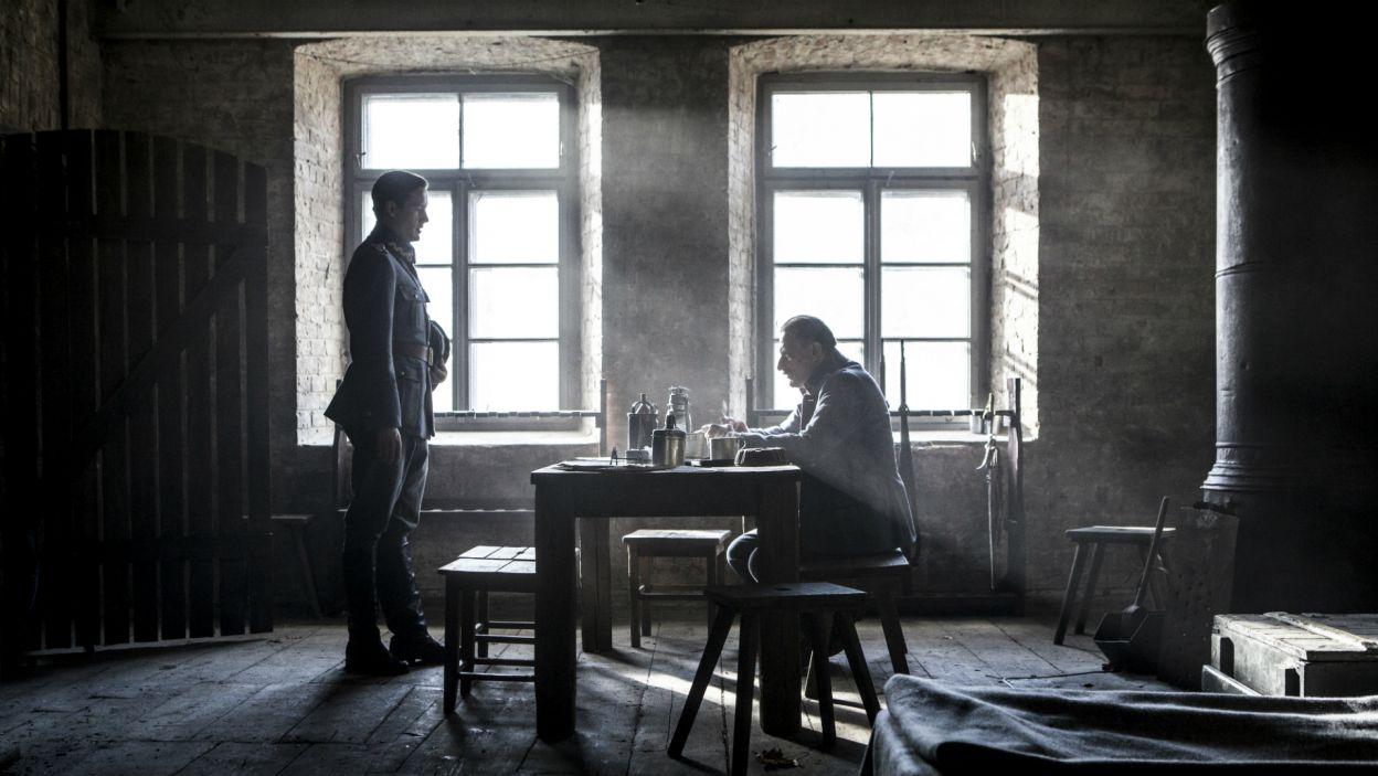 Tymczasem Szymon Hasefer stara się o pozwolenia na ślub z Marynią (fot. TVP)