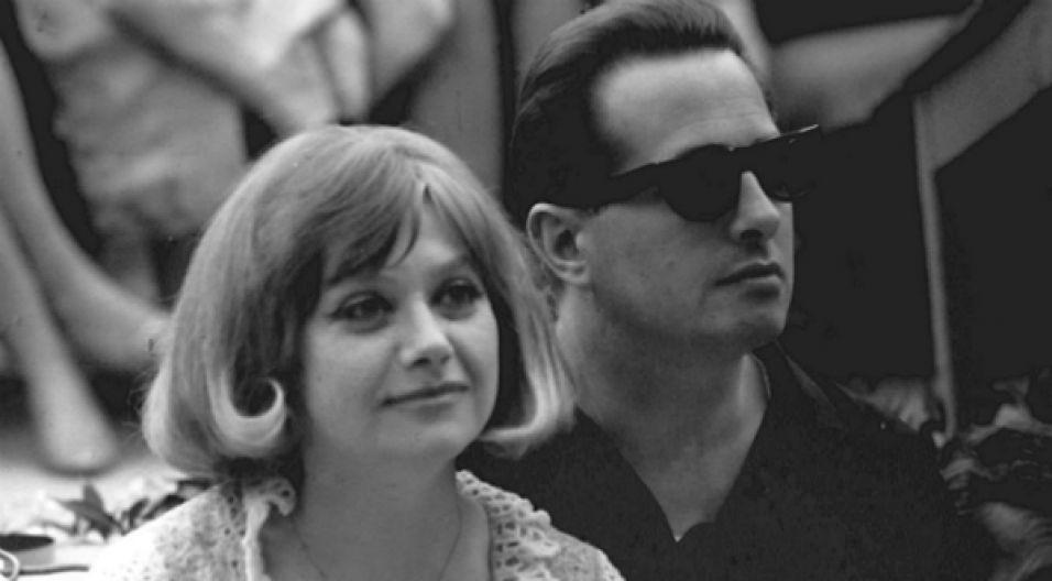 Opole '65: Lucjan Kydryński już za chwilę będzie prowadził koncert, teraz jeszcze na próbach z Krystyną Sienkiewicz (fot. PAP)