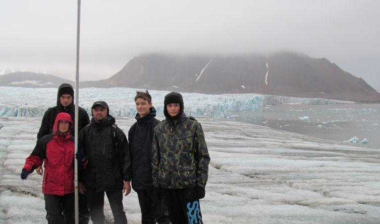 Kilkakrotnie wędrowaliśmy po lodowcach spitsbergeńskich, m.in. byliśmy na lodowcu Hansa – ważnym poligonie badawczym glacjologów