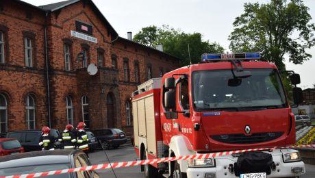 Alarm bombowy w pociągu na dworcu w Mogilnie