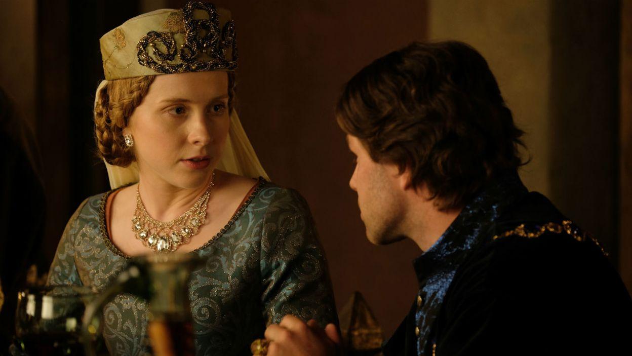 – Anna nie może zostać zamknięta w klasztorze! – księżna interweniuje, gdy brat męża chce oddać córkę pod opiekę zakonnic (fot. TVP)