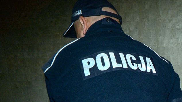 W trakcie interwencji policji ustalono, że ojciec chłopca miał w organizmie blisko 2,5 promila alkoholu, a matka ok. 2 promile (fot. PAP/Marcin Obara)