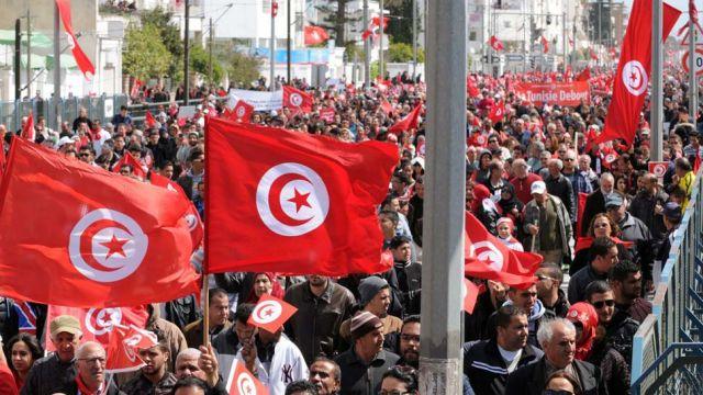 """""""Wszyscy zjednoczeni przeciwko terroryzmowi!"""". Bronisław Komorowski na marszu w Tunezji"""